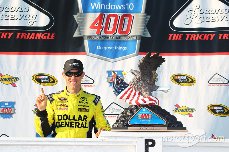 Juara balapan Matt Kenseth, Joe Gibbs Racing merayakans