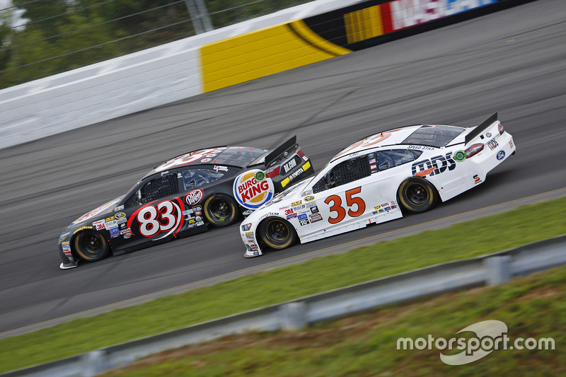 Matt Dibenedetto, BK Racing Toyota, dan Cole Whitt, Front Row Motorsports Ford