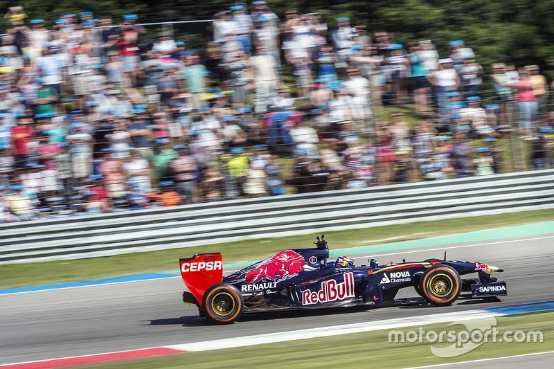 Max Verstappen melaju di Assen dalam sebuah demorun
