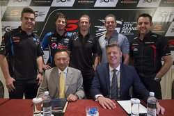 (Back Row)Scott McLaughlin, Gary Rogers Motorsport and Chaz Mostert, Prodrive Racing Australia and Will Davison, Erebus Motorsport and Craig Lowndes, Triple Eight Race Engineering and Todd Kelly, Nissan Motorsports (Front Row)) KL City Grand Prix Chairman