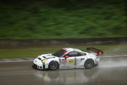#912 Porsche Team North America Porsche 911 RSR: Jörg Bergmeister, Ерл Бембер