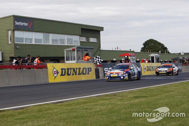 Pemenang balapan: Jack Goff: MG 888 Racing