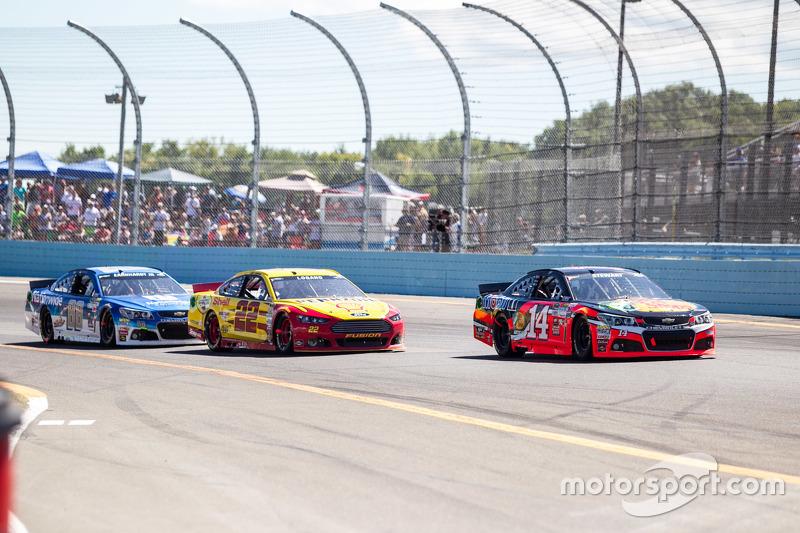 Tony Stewart, Stewart-Haas Racing Chevrolet dan Joey Logano, Team Penske Ford dan Dale Earnhardt Jr.