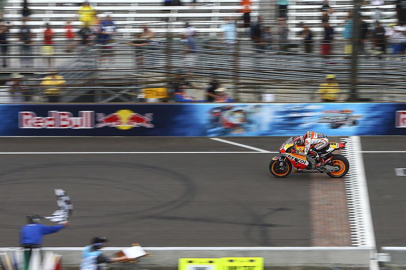 "<img src=""http://cdn-1.motorsport.com/static/custom/car-thumbs/MOTOGP_2017/RIDERS_NUMBERS/Marquez.png"" width=""50"" /> #22 GP d'Indianapolis 2015"