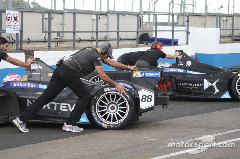 Nelson Piquet Jr., Team China Racing, dan Sam Bird, DS Virgin Racing
