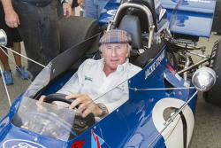 Сер Джекі Стюарт takes a seat в 1971 Tyrrell he used to race