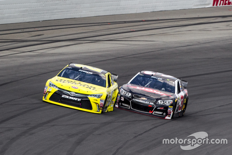 Matt Kenseth, Joe Gibbs Racing Toyota, dan Austin Dillon, Richard Childress Racing Chevrolet