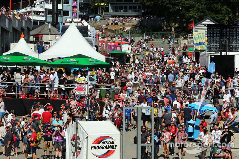 Fans at Eau Rouge 22.08.2015. Formula 1 World Championship, Rd 11, Belgian Grand Prix, Spa Francorc