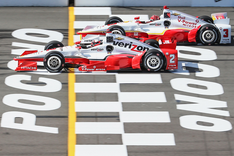 Juan Pablo Montoya, Team Penske Chevrolet and Helio Castroneves, Team Penske Chevrolet
