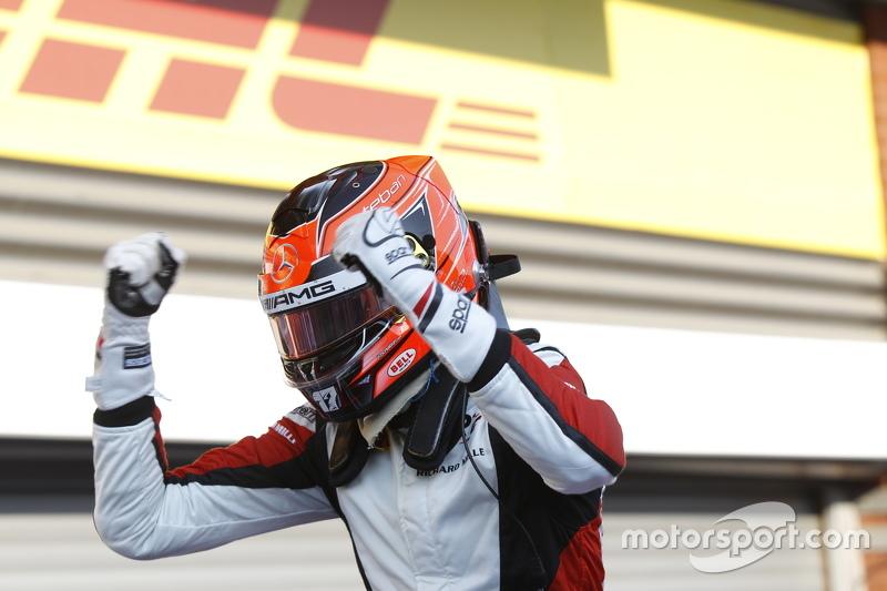 Juara balapan Esteban Ocon, ART Grand Prix merayakans his win di Parc Ferme.