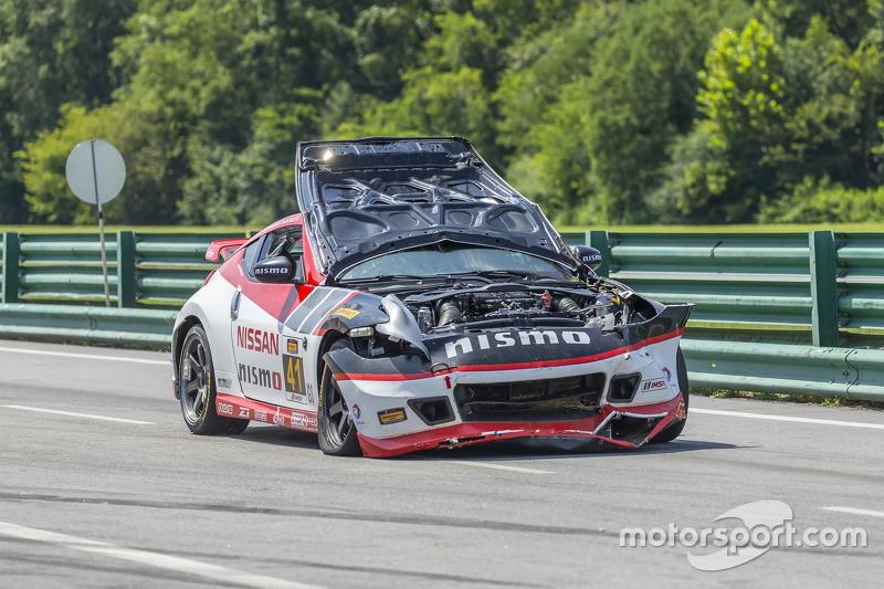 Mobil yang rusak milik #41 Doran Racing Nissan 370Z: Nick Hammann, Steven Doherty