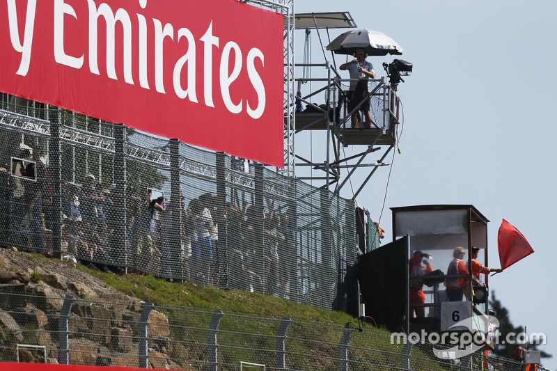 accident of Daniel de Jong, MP Motorsport brings out red flag