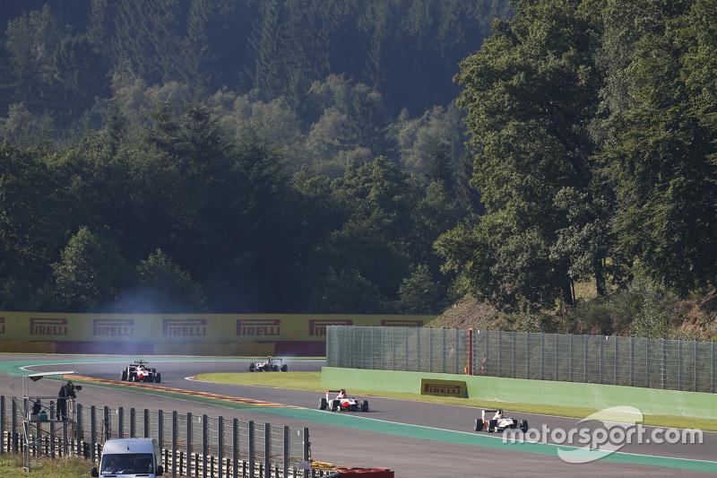 Alex Palou, Campos Racing memimpin di depan Esteban Ocon, ART Grand Prix & Alfonso Celis Jr., ART Gr