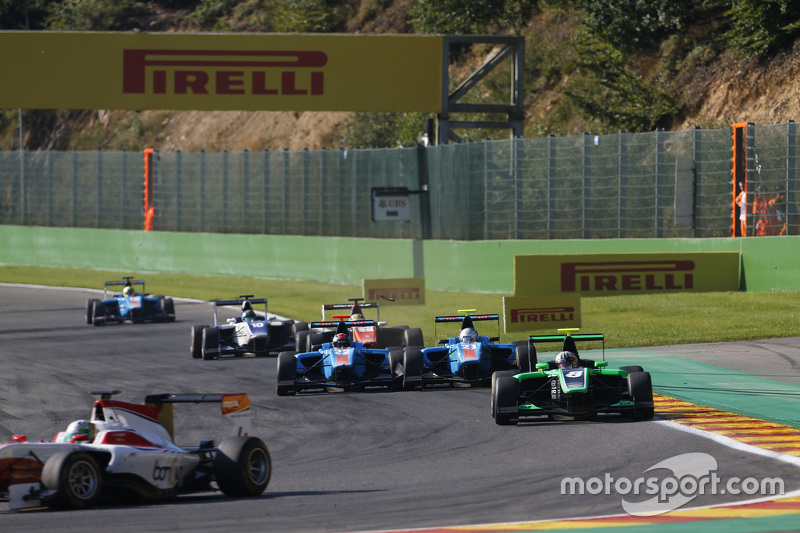 Ralph Boschung, Jenzer Motorsport & Matheo Tuscher, Jenzer Motorsport make contact