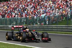 Pastor Maldonado, Lotus F1 E23 frena para retirarse de la carrera