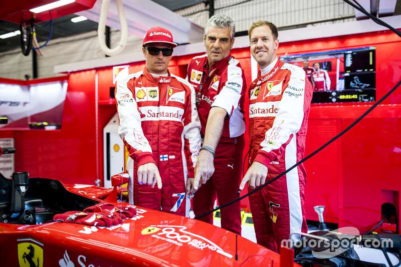 Kimi Raikkonen, Maurizio Arrivabene e Sebastian Vettel, Ferrari SF15-T
