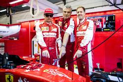 Kimi Raikkonen en Maurizio Arrivabene en Sebastian Vettel, Ferrari SF15-T