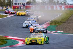 Старт: Майк Роккенфеллер, Audi Sport Team Phoenix Audi RS 5 DTM лидирует