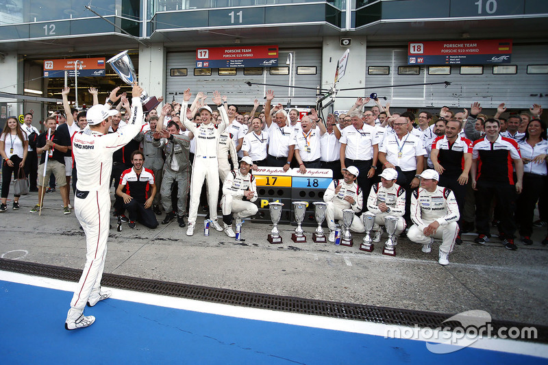 Porsche Team feiert den Doppelsieg