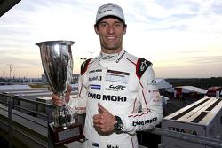 Ganador de la carrera Mark Webber, Porsche Team