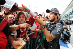 Sergio Perez, Sahara Force India signeert handtekeningen voor de fans