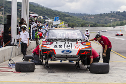 Auto #58 de Jorge Contreras, M Racing en los pits