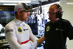 Pastor Maldonado, Lotus F1 Team con Mark Slade Lotus F1 Team Race Engineer