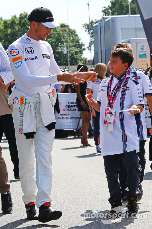Jenson Button, McLaren assina autógrafo