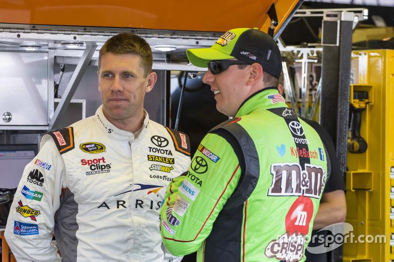 Carl Edwards, Joe Gibbs Racing Toyota, und Kyle Busch, Joe Gibbs Racing Toyota