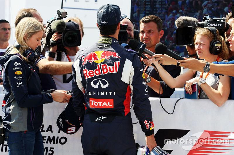 Daniel Ricciardo, Red Bull Racing mit Will Buxton, NBC Sports Network, und Jennie Gow, BBC Radio 5 Live