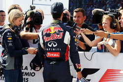 Daniel Ricciardo, Red Bull Racing with Will Buxton, NBC Sports Network TV Presenter and Jennie Gow, BBC Radio 5 Live Pitlane Reporter