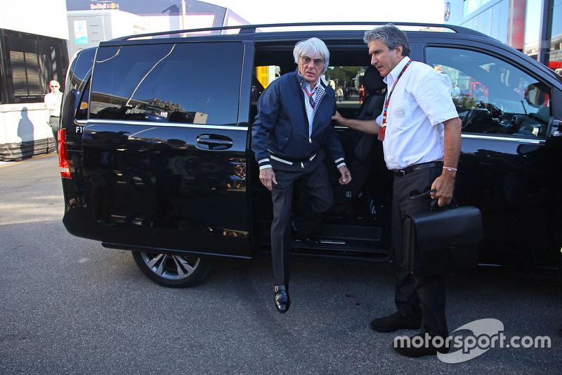 Bernie Ecclestone mit Pasquale Lattuneddu vom FOM