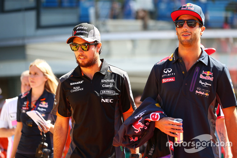 Sergio Perez, Sahara Force India F1, mit Daniel Ricciardo, Red Bull Racing
