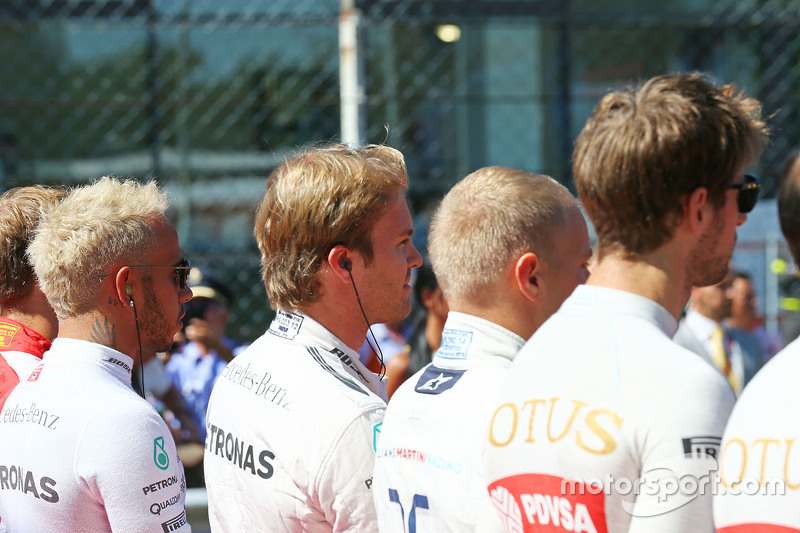 Lewis Hamilton, Mercedes AMG F1 and Nico Rosberg, Mercedes AMG F1 as the grid observes the national anthem