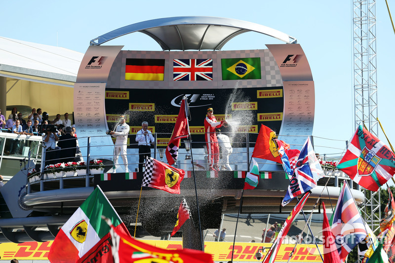 (L to R): Race winner Lewis Hamilton, Mercedes AMG F1 and second placed Sebastian Vettel, Ferrari ce