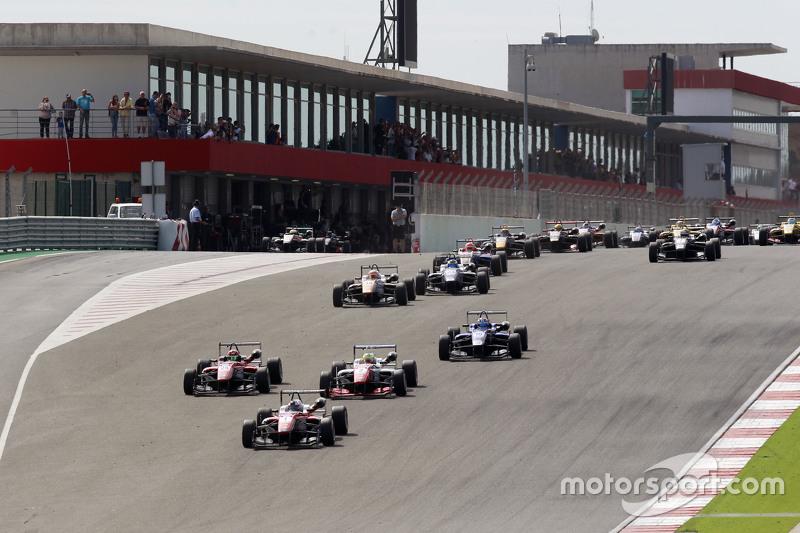 Start: Felix Rosenqvist, Prema Powerteam Dallara Mercedes-Benz, in Führung