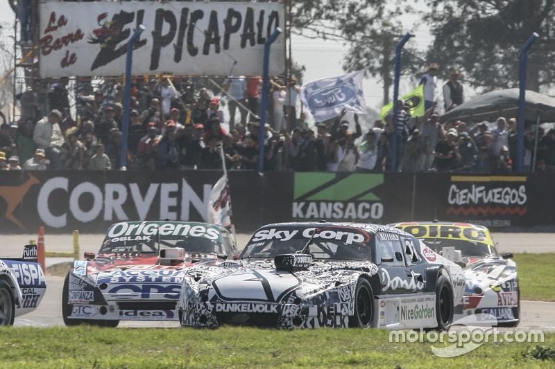 Laureano Campanera, Donto Racing Chevrolet and Camilo Echevarria, Coiro Dole Racing Torino and Martin Serrano, Coiro Dole Racing Dodge