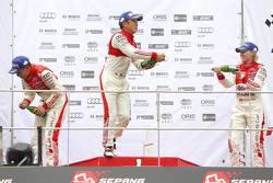 Round 2 podium: ganador, Marchy Lee, Audi Hong Kong Team, segundo lugar, Cheng Congfu, FAW-VW Audi Racing, tercer lugar, Rahel Frey, Castrol Racing Team