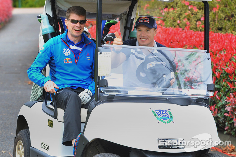 Jari-Matti Latvala und Miikka Anttila, Volkswagen Motorsport, spielen Golf am Bonville Golf Resort, Coffs Harbour
