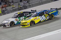 Blake Koch, TriStar Motorsports Toyota dan Josh Berry, JR Motorsports Chevrolet