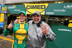Marcos Gomes celebrates pole next to his father, Paulo Gomes