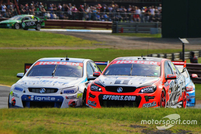Garth Tander und Warren Luff, Holden Racing Team; Tim Blanchard und Karl Reindler, Lucas Dumbrell Motorsport Holden