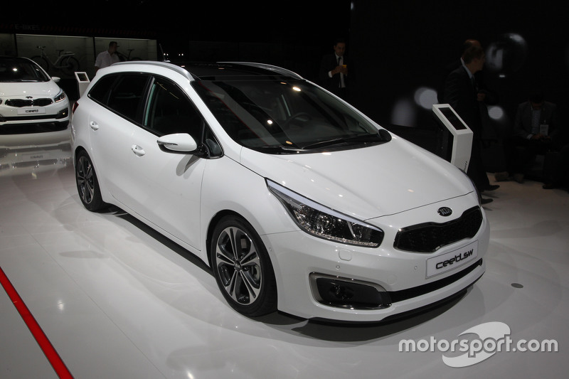 kia cee 39 d sw at frankfurt international motor show. Black Bedroom Furniture Sets. Home Design Ideas