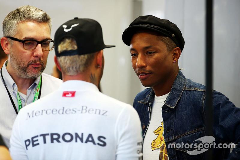 Lewis Hamilton, Mercedes AMG F1, mit Pharrell Williams, Singer-Songwriter