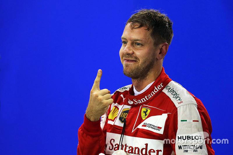 Sebastian Vettel, Ferrari celebra pole position no parc ferme