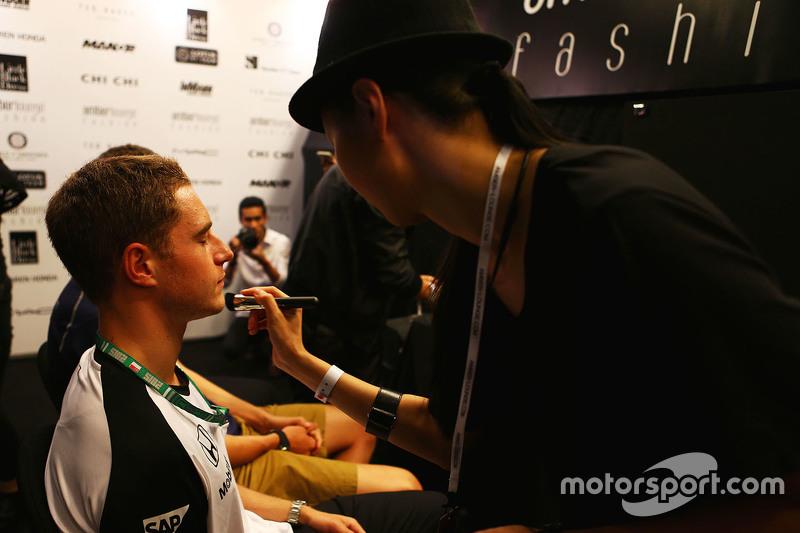 Stoffel Vandoorne, McLaren, Test- und Ersatzfahrer, bei der Modenschau Amber Lounge