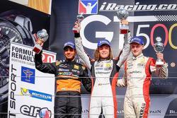 Podyum: Max Defourny, ART Junior Takımı, ikinci Jehan Daruvala, Fortec Motorsports, üçüncü Kevin Jör