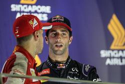 Il vincitore della gara Sebastian Vettel, Ferrari e il secondo classificato Daniel Ricciardo, Red Bull Racing