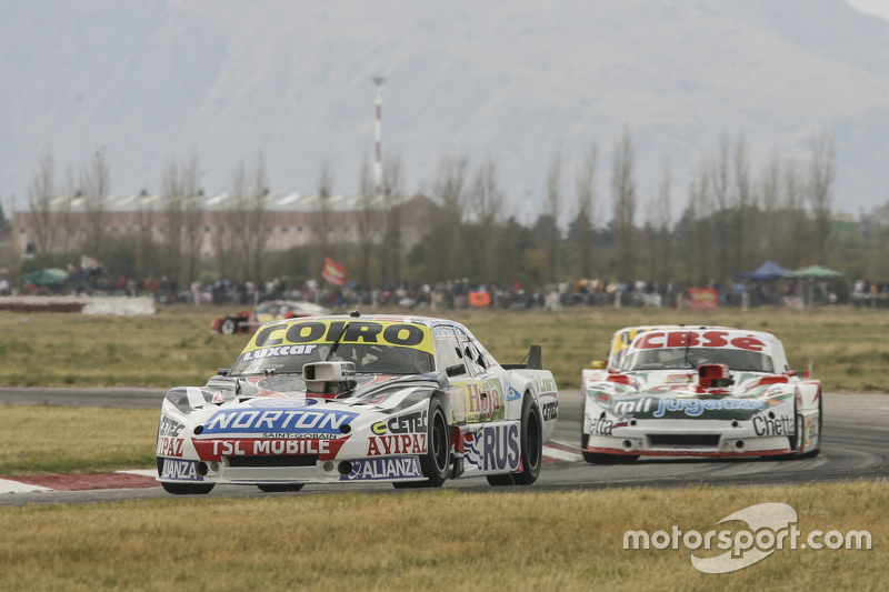 Мартін Серрано, Coiro Dole Racing Dodge та Карлос Окуловіч, Sprint Racing Torino