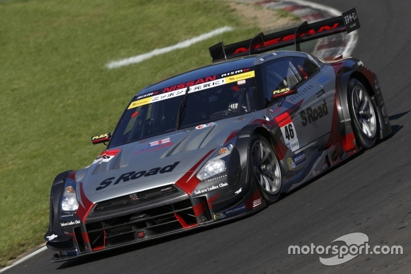 #46 S Road Mola Nissan GT-R: Satoshi Motoyama, Масатака Янадіга